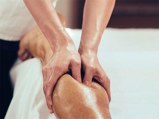 masaje en gemelo de la pierna